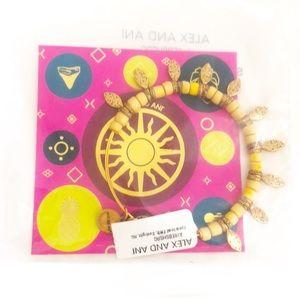 Alex and Ani spearhead bracelet NWT one si…
